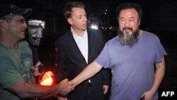 Çinli rəssam vergidən yayınmaqda ittiham olunur