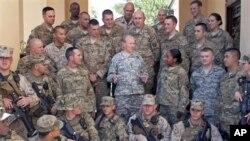 20일 아프가니스탄 바그람 미군 공군 기지를 방문한 마틴 뎀프시 미 합참의장.