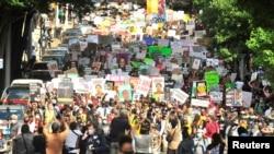 Demonstranti na protestu zbog rasne nejednakosti i ubistva Brooksa u Atlanti 15. juna 2020.