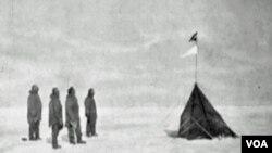 Prije 100 godina: Roald Amundsen sa članovima ekspedicije na Južnom polu