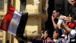 Египет ги приведе Хосни Мубарак и синовите за испрашување