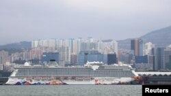 Du thuyền World Dream neo đậu ở Hong Kong hôm 5/2/2020, sau khi bị Đài Loan từ chối cho cập cảng vì virus corona.