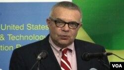 Đại sứ Hoa Kỳ tại Pakistan, Richard Hoagland, nói với các phóng viên tại Islamabad rằng việc bộ trưởng đường sắt Pakistan treo tiền thưởng để ám sát nhà sản xuất cuốn phim là hành động vô trách nhiệm