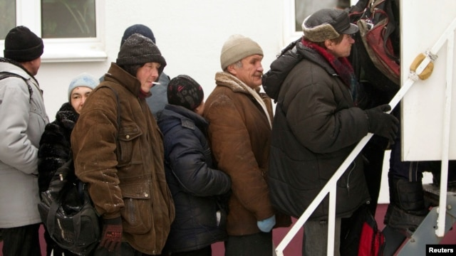 Belarusians queue for X-rays to detect tuberculosis during Belarusian Red Cross screening, Minsk, Jan. 29, 2013.