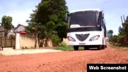 Xe buýt chạy bằng năng lượng mặt trời của Uganda.
