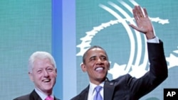 """9月21号美国总统奥巴马和美国前总统克林顿在纽约""""克林顿全球倡议""""年会上握手"""