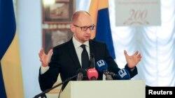 Thủ tướng Ukraine Arseniy Yatsenyuk tố cáo Nga tìm cách tạo ra những vụ đụng độ, kể cả vụ hỏa hoạn giết chết 42 người tại Odessa, ngày 4/5/2014.
