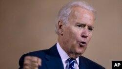 """Sobre apoyar una reforma sin camino a la ciudadanía, el vicepresidente Joe Biden dijo que """"no es su preferencia""""."""