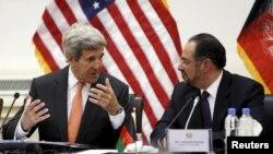 Держсекретар США Джон Керрі і міністр закордонних справ Афганістану Салагуддін Раббані