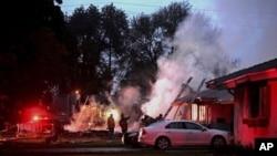 Un avion s'est écrasé sur deux maisons en Californie, le 27 février 2017.