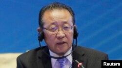 Wakil pertama Menteri Luar Negeri Korea Utara dan utusan khusus pembicaraan enam negara terkait program nuklir, Kim Kye Gwan, menyampaikan pidatonya dalam forum di Diaoyutai, Beijing, yang menandai ulang tahun ke-10 pembicaraan nuklir enam pihak (18/9).