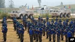 """Pasukan PBB China mengambil bagian dalam latihan """"Shared Destiny 2021"""" di pangkalan pelatihan Operasi Penjaga Perdamaian Queshan di Kabupaten Queshan, provinsi Henan, China tengah, Rabu, 15 September 2021. (AP)"""