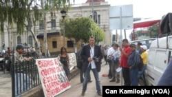 Başkent San Salvador'da neredeyse sokaklarda gösterinin yapılmadığı bir güne rastlanmıyor. Hükümet aleyhinde gerçekleşen gösterilerde çogu zaman polisle halk karşı karşıya geliyor