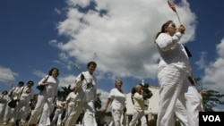 Las Damas de Blanco iniciaron sus marchas dominicales en La Habana después del arresto de 75 disidentes en el 2003