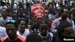 Para migran Eritrea melakukan aksi unjuk rasa di kota Ramat Gan dekat Tel Aviv, Israel (foto: ilustrasi).