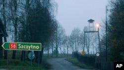 Una torre de vigilancia cerca de la escuela de inteligencia polaca en las afueras de Stare Kiejkuty, en Polonia, usada para interrogar a prisioneros de la CIA.