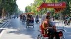 Du khách Trung Quốc đi xe xích lô, ngắm cảnh Hà Nội (ảnh tư liệu 1/12/2016)