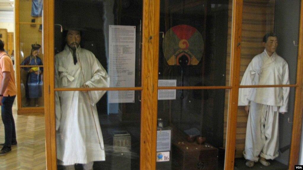 俄羅斯與朝鮮半島擁有歷史聯繫,沙皇時代就已經開始了對中國、朝鮮民族的研究。 聖彼得堡人類和民族博物館中的展品對朝鮮民族有很多介紹。