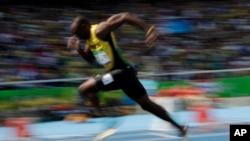 Usain Bolt de la Jamaïque a terminé en tête et remporté la médaille au 200 mètres messieurs lors des Jeux Olympiques d'été de 2016 au stade olympique de Rio de Janeiro, au Brésil, 16 août 2016.