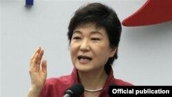 Park Geun-hye, calon presiden yang beraliran konservatif dari Partai Saenuri, menuduh Korea Utara berusaha mempengaruhi pemilu dengan meluncurkan roket yang kontroversial itu (Foto: dok).