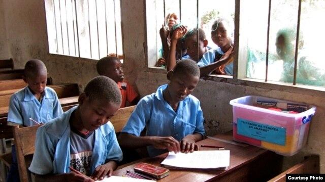 Contos das Crianças do Amanhã. Fábulas Tradicionais de Moçambique. Trabalho na classe. Escola Maringanha. Projecto Lara Ripoll
