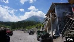 Mount Merapi, north of Yogyakarta, is still an active volcano. (K. Varagur for VOA)