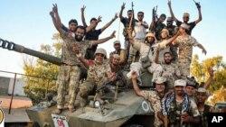 Dakarun Libiya da suka cafke hedkwatar ISIS a Libiya suke murna