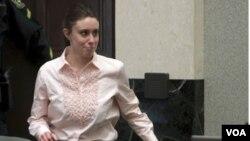 Casey Anthony fue acusada de asesinato, homicidio involuntario y proveer información falsa a las autoridades. Saldrá de la cárcel el 17 de julio de 2011.