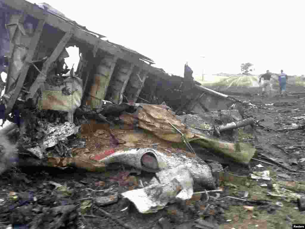 O avião da Malaysia Airlines caiu na região de Donetsk, Julho 17 2014