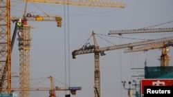 北京一處建築工地林立的塔吊。 (2021年1月13日)
