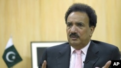 Pakistani Interior Minister Rehman Malik (file photo)