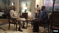 Sahabo Imam Yana Tattaunawa da shugaba Muhammadu Buhari na Najeriya a Balir House, talata 21 Yuli, 2015