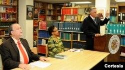 El escritor panameño Juan David Morgan, durante su conferencia en Biblioteca Colón de la OEA [Foto: OEA]