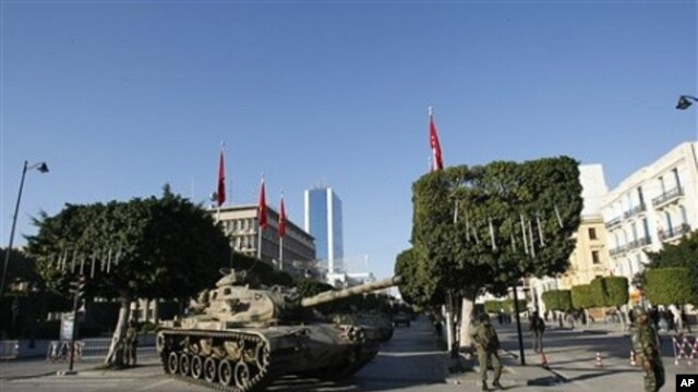 A tank guards the center of Tunis, 16 Jan. 2011. Tunisia sped toward a new future after its iron-fisted leader fled, with an interim president sworn in and ordering the country's first multiparty government to be formed.