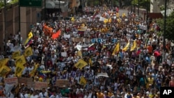 La masiva manifestación del miércoles en Caracas, terminó con violentos incidentes en los que murieron tres personas.