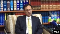 台灣外交部亞西及非洲司司長陳俊賢2016年7月5日在記者會上(美國之音林楓拍攝)