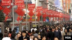En China muy pocos tienen acceso a televisoras que transmiten noticias internacionales, por lo que sólo conocen la información que llega por medios oficiales.