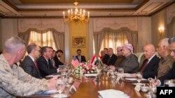 Američki sekretar za odbranu Eš Karter na sastanku sa kurdskim liderom Masudom Barzanijem