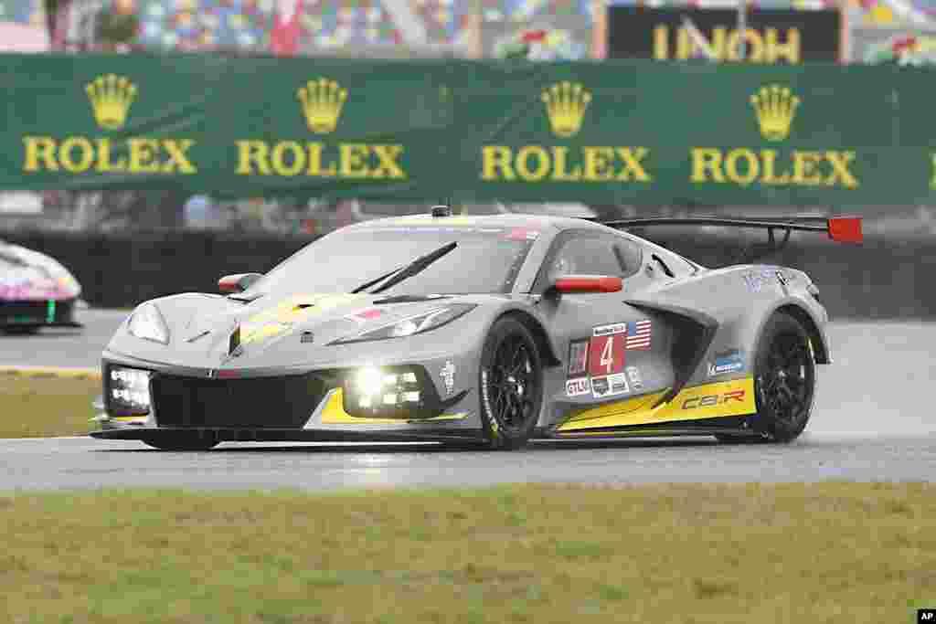 خودروی شورلت کوروت در دور تمرینی در مسابقات ۲۴ ساعته رولکس در دیتونا بیچ، فلوریدا