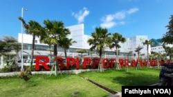 Rumah sakit penyakit infeksi Sulianti Saroso di Jakarta Utara, tempat dirawatnya dua penderita virus korona (Foto: VOA/Fathiyah)