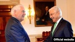 د واشنگټن په دوره د پاکستان خارجه وزیر خواجه اصف د ریکس ټیلرسن سره لیده کاته کړي وو