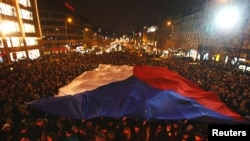 At Wenceslas Square in Prague, people light candles in tribute to the late President Havel, December 18, 2011. (Reuters)