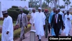 Shugaba Muhammad Buhari yayinda ya fito daga Masallaci bayan ya kammala sallar Juma'a yau a Abuja