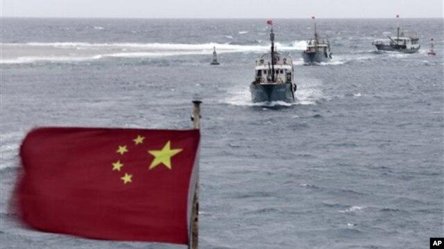 Ðoàn tàu đánh cá Trung Quốc ngoài khơi Biển Ðông.