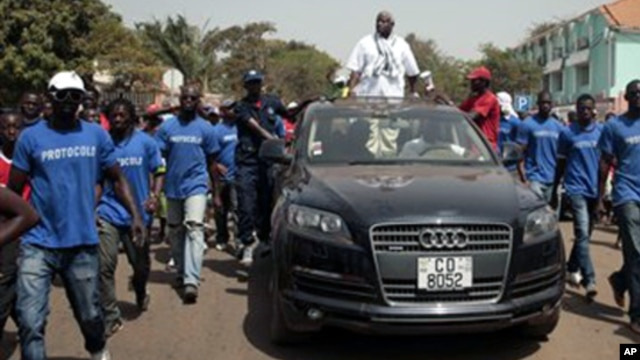 Serifo Nhamadjo, agora presidente interino da Guiné-Bissau, em campanha eleitoral antes dogolpe