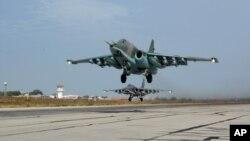 Máy bay phản lực Su-25 của Nga cất cánh cho một nhiệm vụ từ Hemeimeem, căn cứ không quân ở Syria, ngày 22/10/2015.