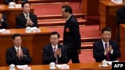 Thủ tướng Lý Khắc Cường (đứng) tại kỳ họp QH Trung Quốc, 5/3/2018