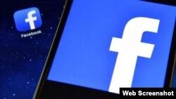 Facebook repuso los mensajes y pidió disculpas, dijo la portavoz de la empresa.
