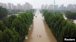鸟瞰暴雨后的郑州街道 (2021年7月23日)