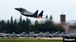 一架戰機2018年5月16日從南韓光州空軍基地起飛